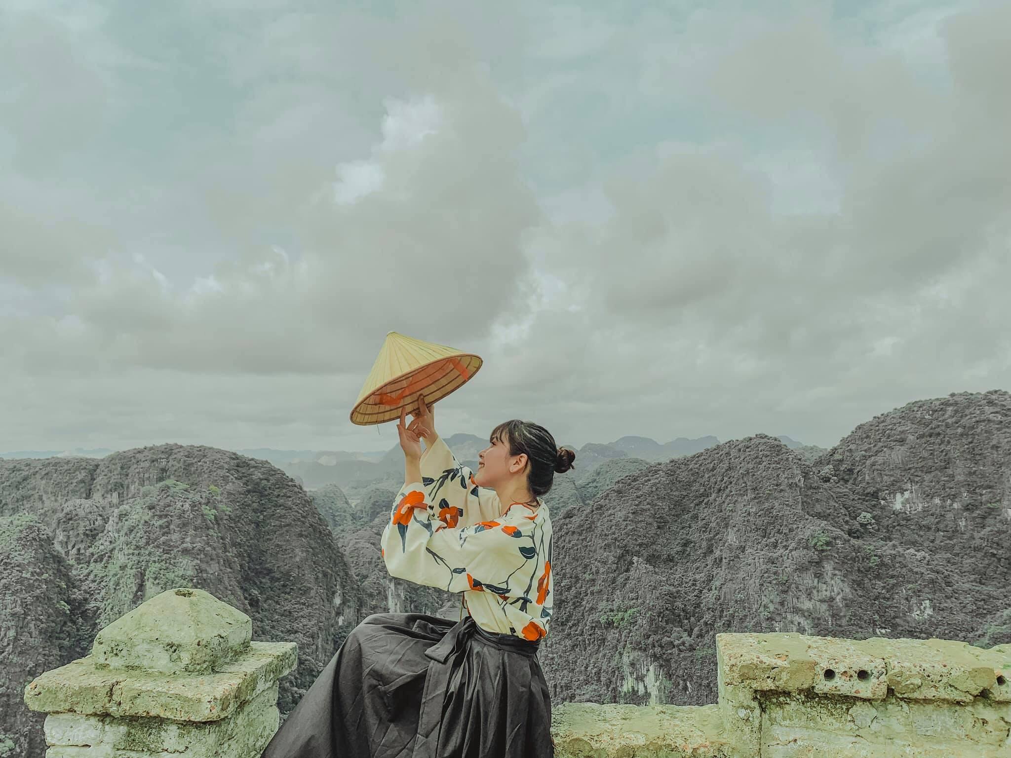 Review Ninh Bình 2N1Đ cho tận 5 điểm: Đan Viện Châu Sơn, Chùa Bái Đính, Đồi Dứa, Hang Múa và Tràng An)