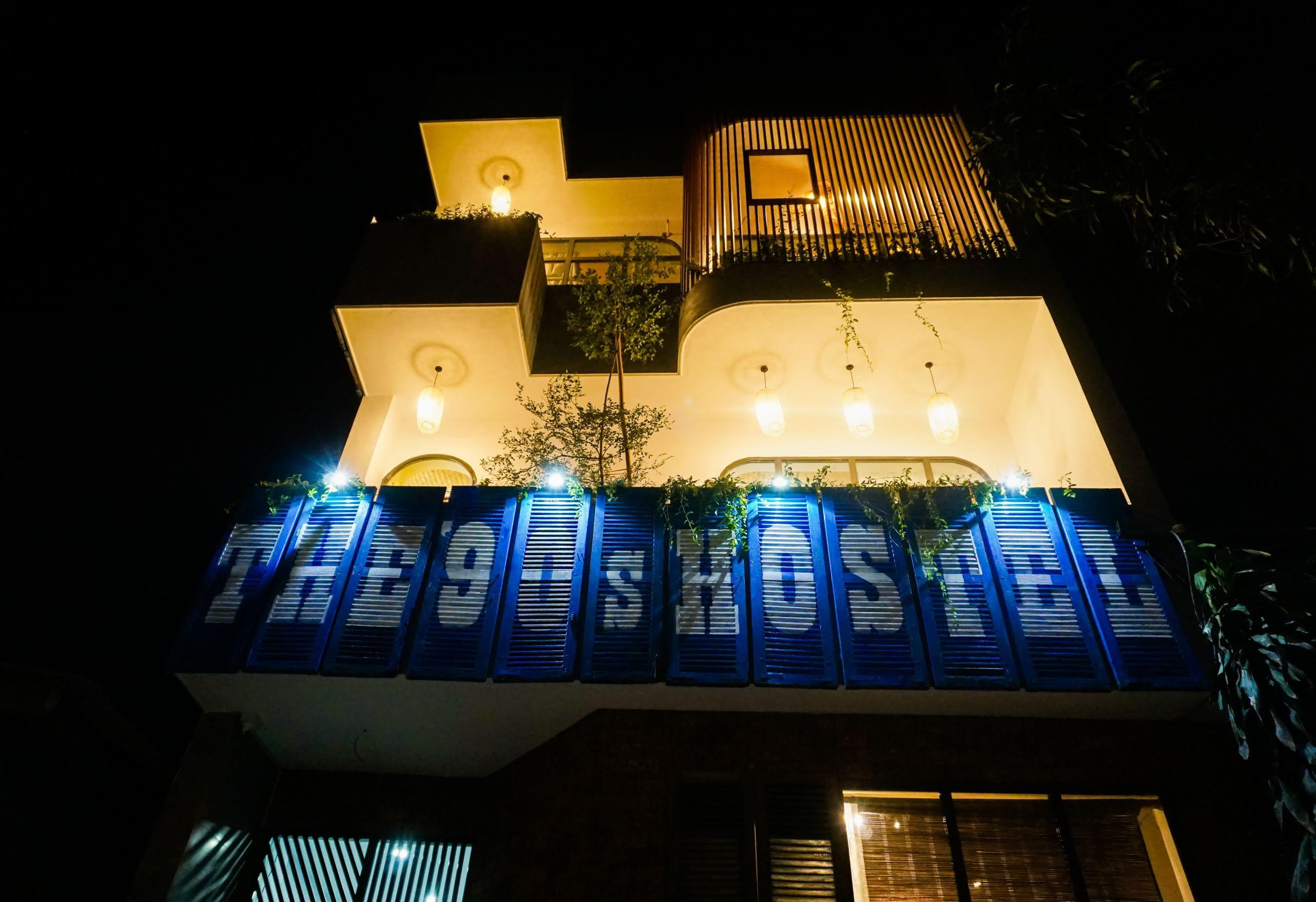 """The '90s hostel Đà Nẵng: Đi bộ tắm biển Mỹ Khê, view ảo diệu """"chụp hình mỏi tay"""""""