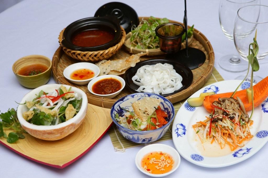 Top 15 nhà hàng, quán buffet chay ngon rẻ ở TPHCM - Sài Gòn