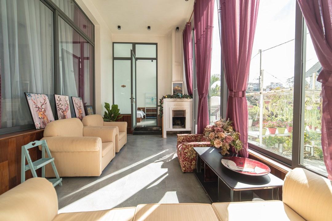 """Villa Kim Gia 3 – Biệt thự kiểu Pháp đẹp mơ màng giữa """"xứ sở ngàn hoa"""""""