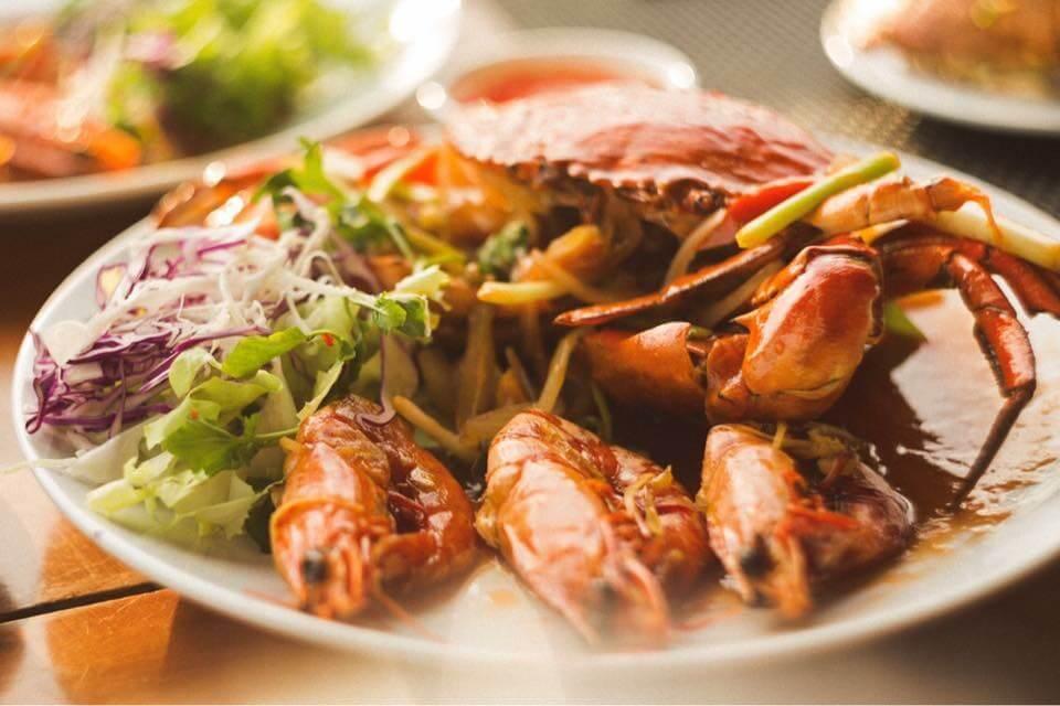 """Nhà hàng hải sản Xin Chào với món """"tôm hùm cháy bơ tỏi"""" nổi tiếng Phú Quốc"""