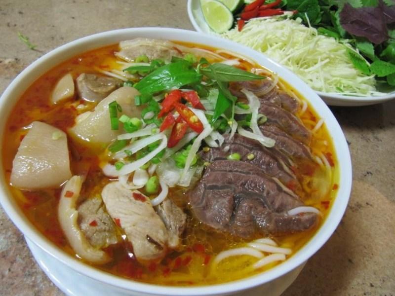 Top 10 quán bún bò Huế Sài Gòn ngon đậm vị kinh kỳ xưa