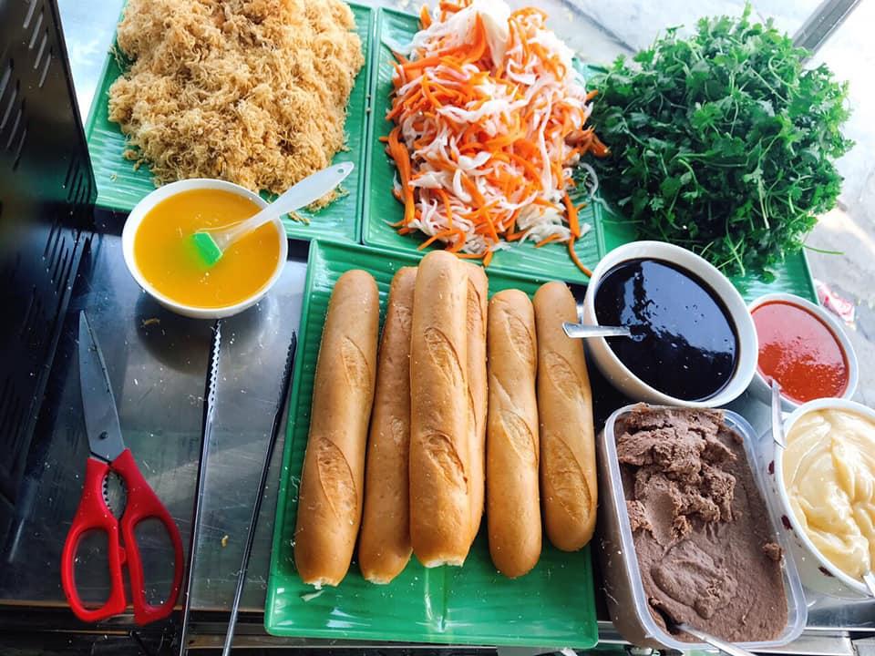 Top 10 Quán bánh mì que Đà Nẵng ngon và đông khách nườm nượp